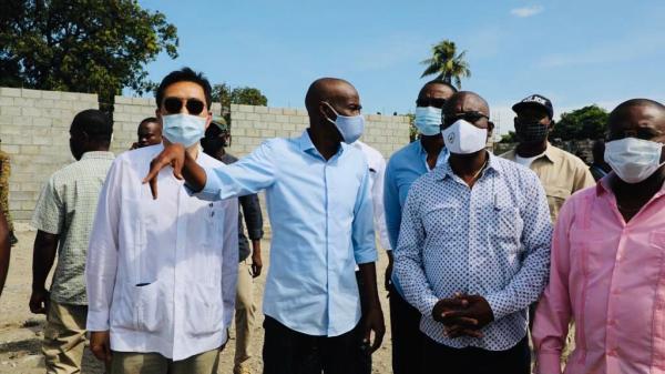 Jovenel Moïse visite le chantier de construction d'une sous-station électrique au Bicentenaire