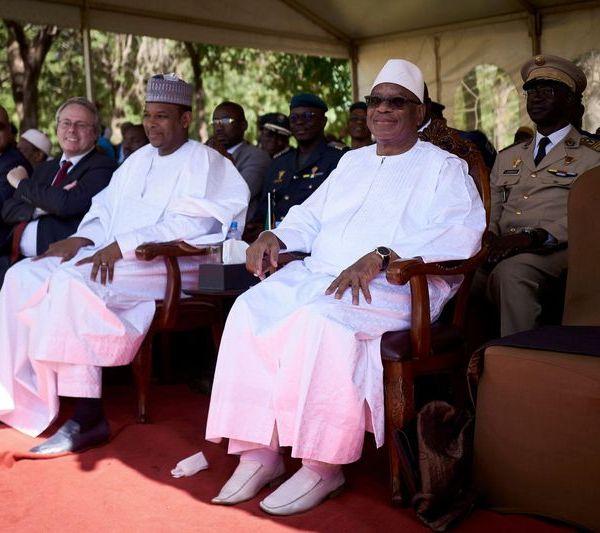 Le président du Mali et son premier ministre arrêtés par des militaires révoltés