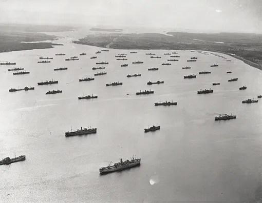 Convoi dans le bassin Bedford au port de Halifax, le 1er avril 1942.