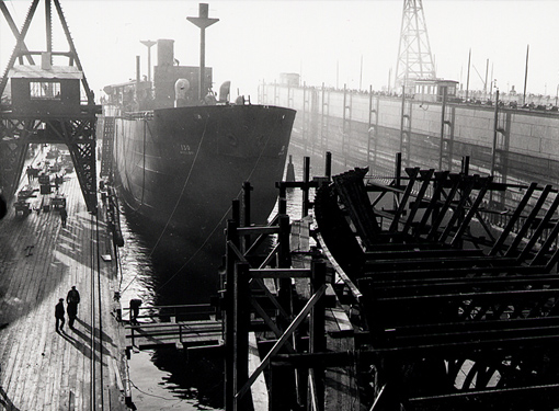 Building merchant ships in Vancouver, 17 December 1941.