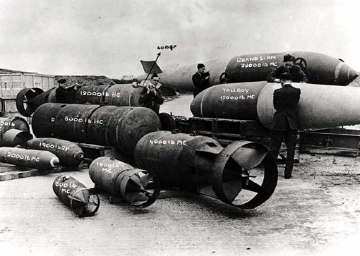 "Different types of bombs used by Bomber Command: the smallest weighing 40 pounds (18 kg), the biggest, the ""Grand Slam"" tipping the scale at 22,000 pounds (10,000 kg). Markings refer to medium casing (MC) or heavy casing (HC)."