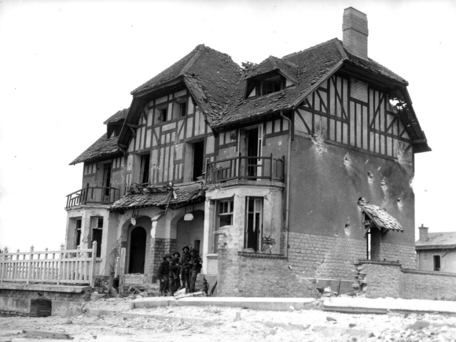 """Black and white photograph. """"Maison Queen's Own Rifles"""", now known as """"Canada House"""" or """"Maison des Canadiens, was probably the first house Allied troops liberated on D-Day.   Source: DND / Library and Archives Canada / PA-011324 / Courtesy of the Juno Beach Centre Association"""