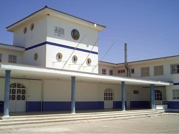 fotografia de la fachada principal del ies