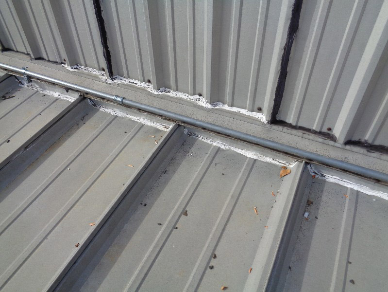 metal-roof-headwall-flashing