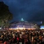 Prosesi Puncak Asadha di Borobudur