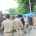 Digerebek Satpol PP, PKL Jalan Dr Mansyur Kocar-kacir