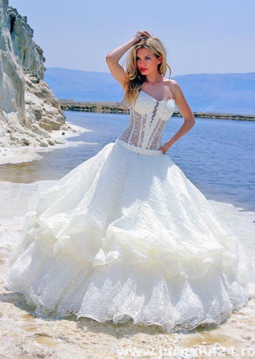 rochie de nunta foarte frumoasa