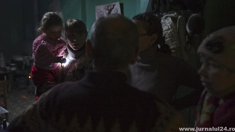 localnici din zona bombardata din ucraina