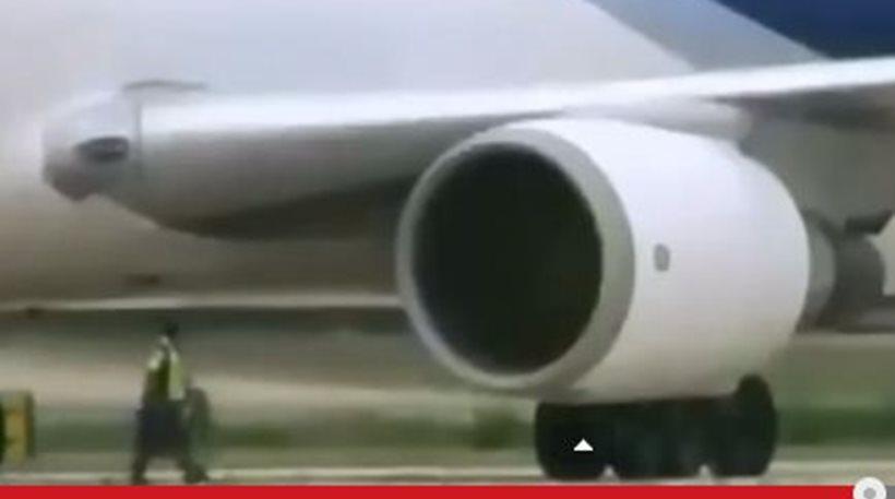 inghitit de motorul avionului