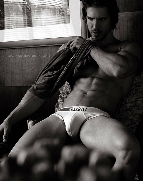 Ryan Marek poza barbar sexy