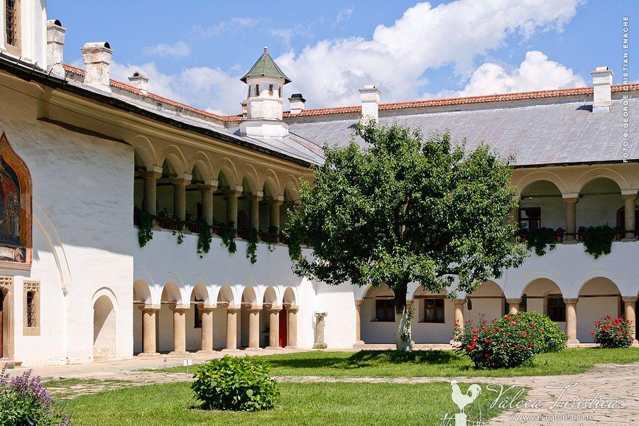 manastirea-hurezejpg