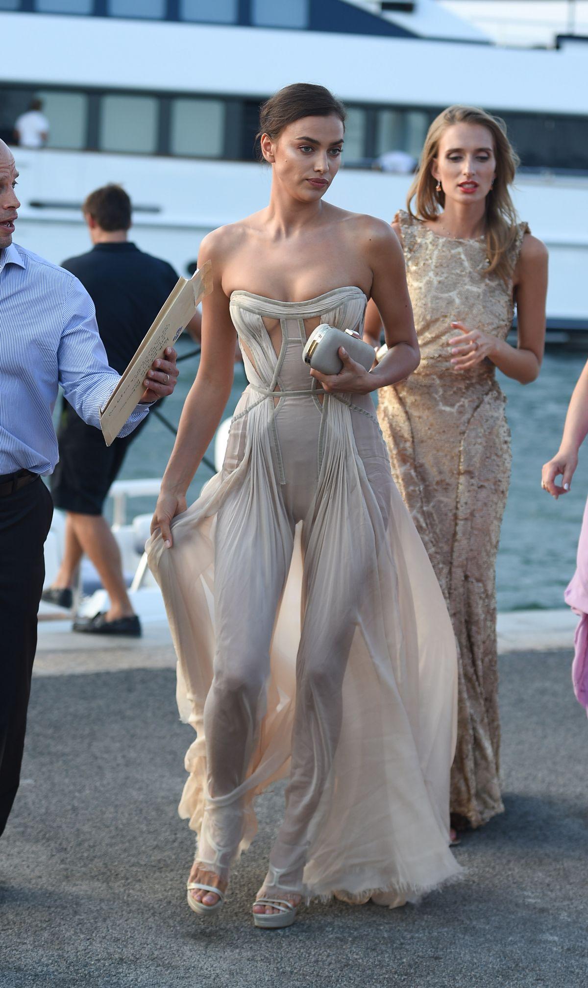 Irina Shayk rochie transparenta sexi