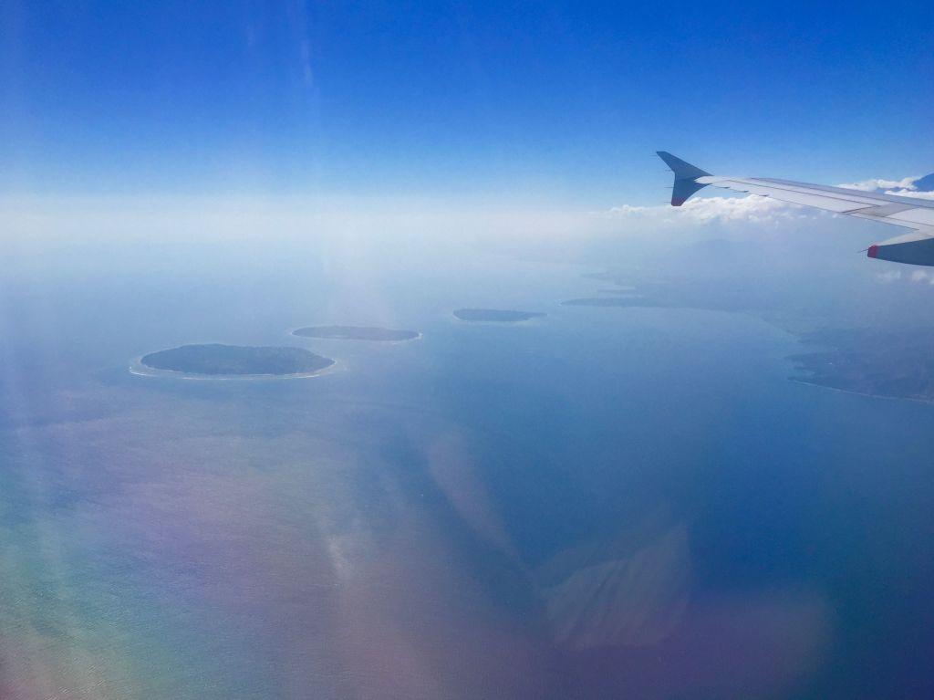 Wilkommen auf den Gilis und Lombok: Aus der Luft sehen sie aus wie drei Tropfen im Meer. Foto: Sascha Tegtmeyer
