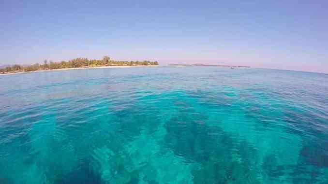 Lombok und Gili Inseln: Glasklares und türkisfarbenes Wasser umgibt die Insel Gili Trawangan. Foto: Sascha Tegtmeyer