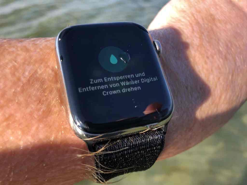 Nach dem Badespaß mit der Apple Watch im Salzwasser kann die digital Crown wieder entsperrt werden. Foto: Sascha Tegtmeyer