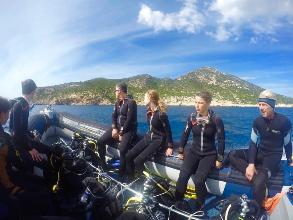 Mit dem Zodiac geht es zum Tauchen an der Isla Dragonera. Foto: Sascha Tegtmeyer tauchen mallorca urlaub reise isla dragonera scuba activa