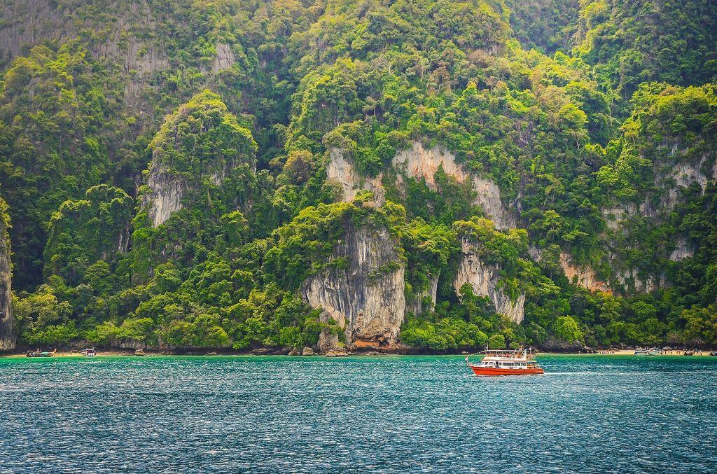 Schaut wirklich idyllisch aus ohne Touristen: Bald soll die Maya Bay gesperrt werden! Foto: Pixabay.com | Lizenz: CC0 Public Domain