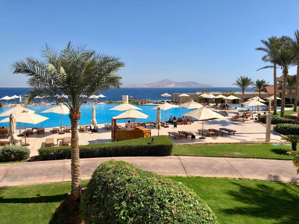 Wetter: In Sharm El Sheik ist es das ganze Jahr sonnig und warm – perfekt, um am Pool zu entspannen. Foto: Sascha Tegtmeyer