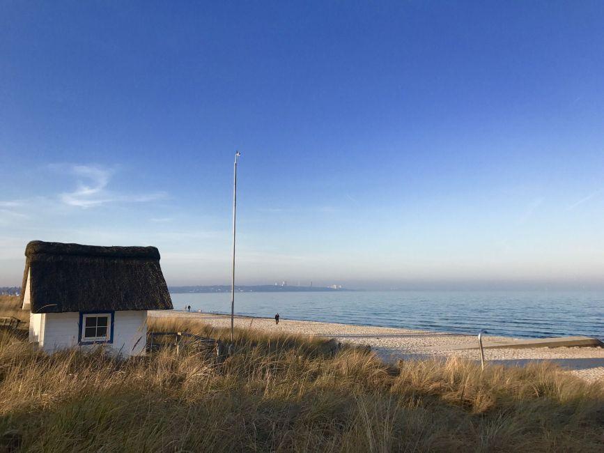 Idyllisch: Im Frühling haben Reisende den Strand bei einem Ostsee-Urlaub im Frühling an vielen Tagen noch für sich allein. Foto: Sascha Tegtmeyer
