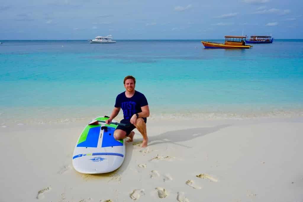 SUP: Die Malediven sind einfach perfekt zum Stand Up Paddling. Sascha Tegtmeyer hat es ausprobiert. Foto: Sascha Tegtmeyer