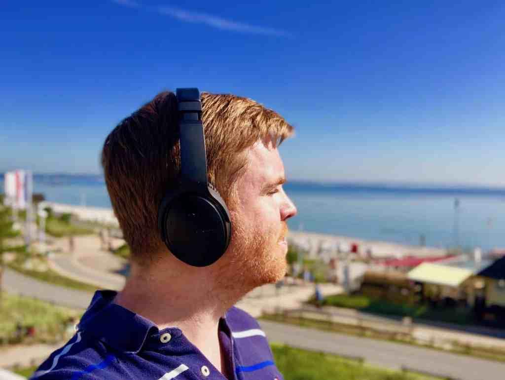 Bose QuietComfort QC35 II Test: der Kopfhörer sorgt im Urlaub wahlweise für himmlische Ruhe oder Spitzen-Sound.