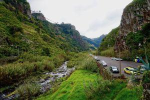 Abgelegenes Tal im Norden Madeiras: Auf einer Mietwagen-Tour könnt Ihr viele spannende Orte auf eigene Faust erkunden! Foto: Sascha Tegtmeyer