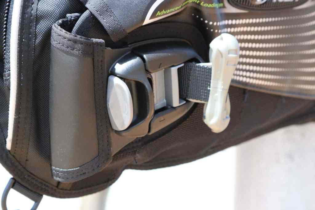 Auf die Details kommt es an: Die Bleitaschen lassen sich leicht im Jacket verstauen. Foto: Sascha Tegtmeyer