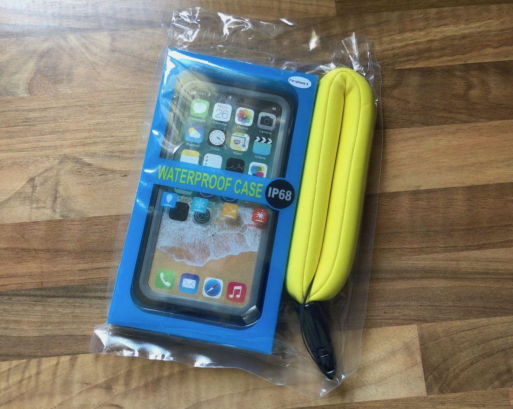 Zum Schnorcheln und Schwimmen reicht auch eine wasserdichte Smartphone-Hülle. Foto: Sascha Tegtmeyer