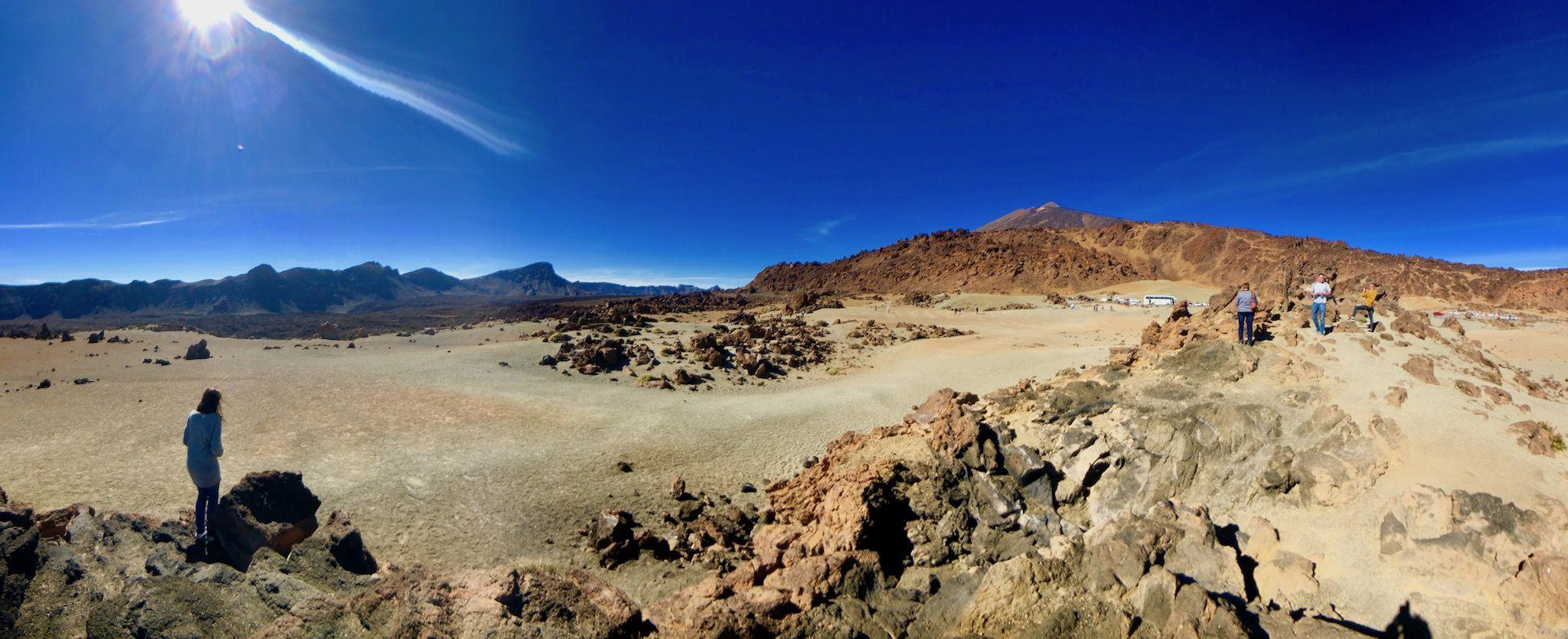 Mondlandschaft: auf dem Hochplateau am Fuß des Teide kann man Lavaströme und kuriose Gesteinsformationen sehen. Foto: Sascha Tegtmeyer