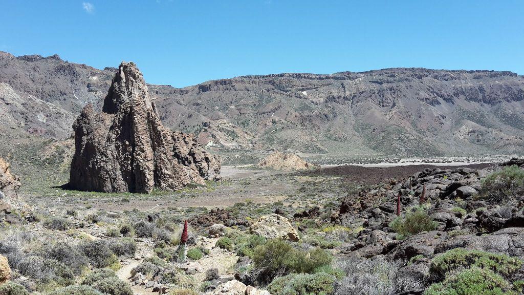 El Teide Nationalpark auf Teneriffa: typische Kraterlandschaft in den Cañadas auf 2000 Metern Höhe. Foto: C. Jörg Metzner