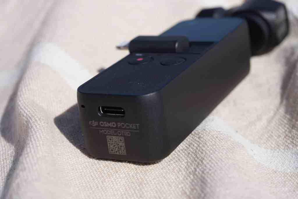 Der DJI Osmo Pocket besitzt einen aktuellen USB-C-Anschluss zum Laden. Foto: Sascha Tegtmeyer
