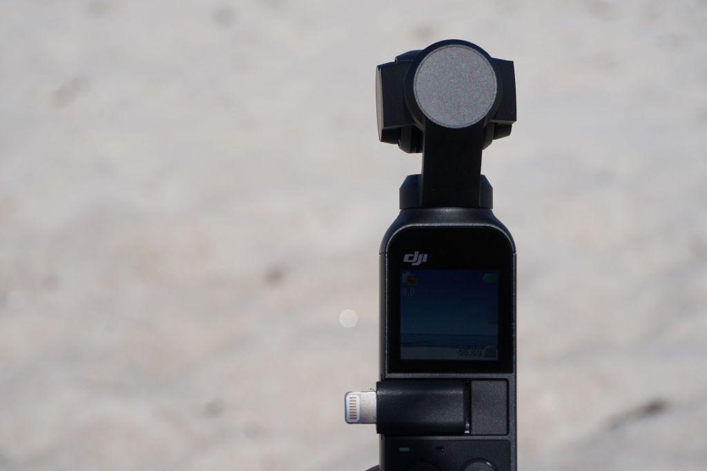 Der winzige DJI Osmo Pocket hat ein kleines, quadratisches Touch-Display. Foto: Sascha Tegtmeyer