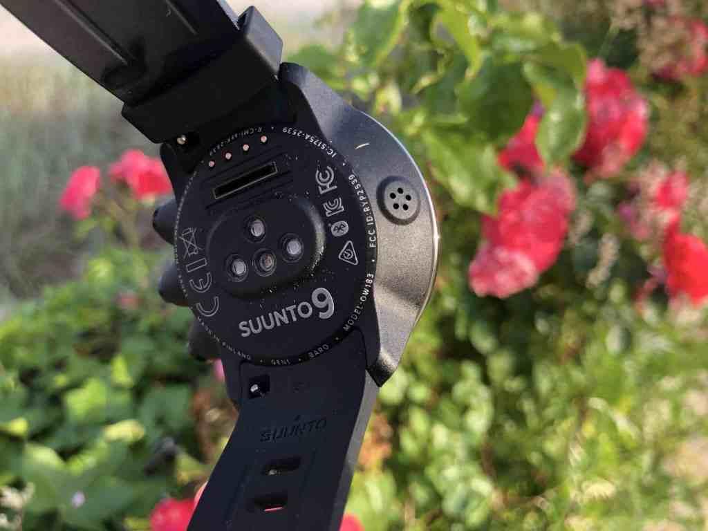 Auf der Unterseite der Suunto 9 Baro befinden sich die Sensoren für die Herzfrequenzmessung – die sehr zuverlässig und in Echtzeit funktioniert. Foto: Sascha Tegtmeyer