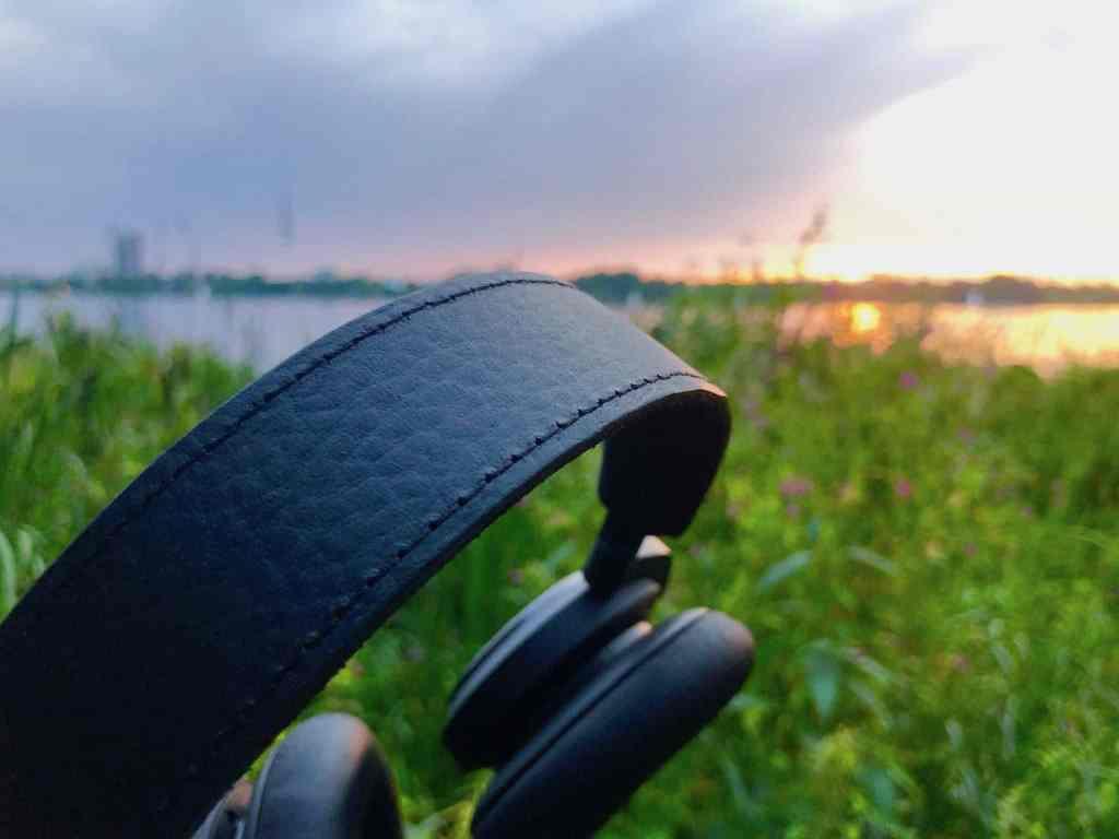 Bis ins Detail hochwertig verarbeitet: Die Qualität des Bang & Olufsen Beoplay H9 der dritten Generation ist überragend. Foto: Sascha Tegtmeyer