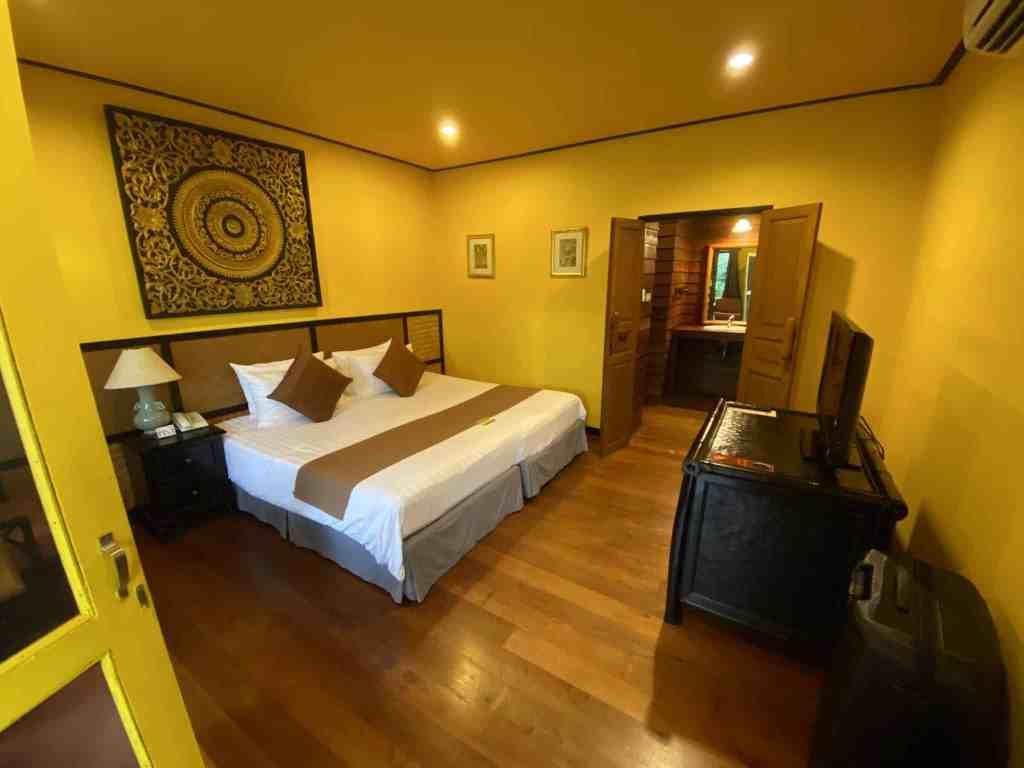 Mein rustikales, super sauberes Zimmer im Baan Krating Resort. Foto: Sascha Tegtmeyer