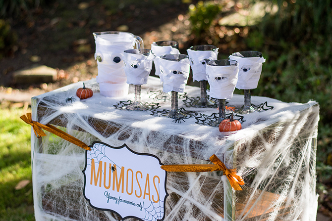 Halloween spirits: Mumosas, mumosas, Halloween drinks, Halloween spirits, Halloween Mummy mimosas, free printable, free printable sign, mummy drinks, just add confetti, halloween party, halloween party drinks, creative halloween drinks, creative drinks, diy mummy cups, diy, creative halloween party, halloween, mummy mimosas