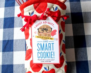 "Oven Mitt ""Smart Cookie"" Teacher Gift Idea"