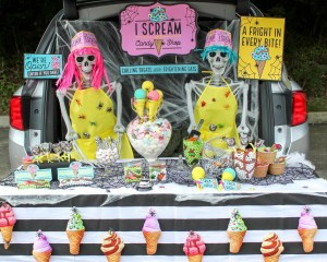 I Scream and Candy Shop Trunk or Treat Display