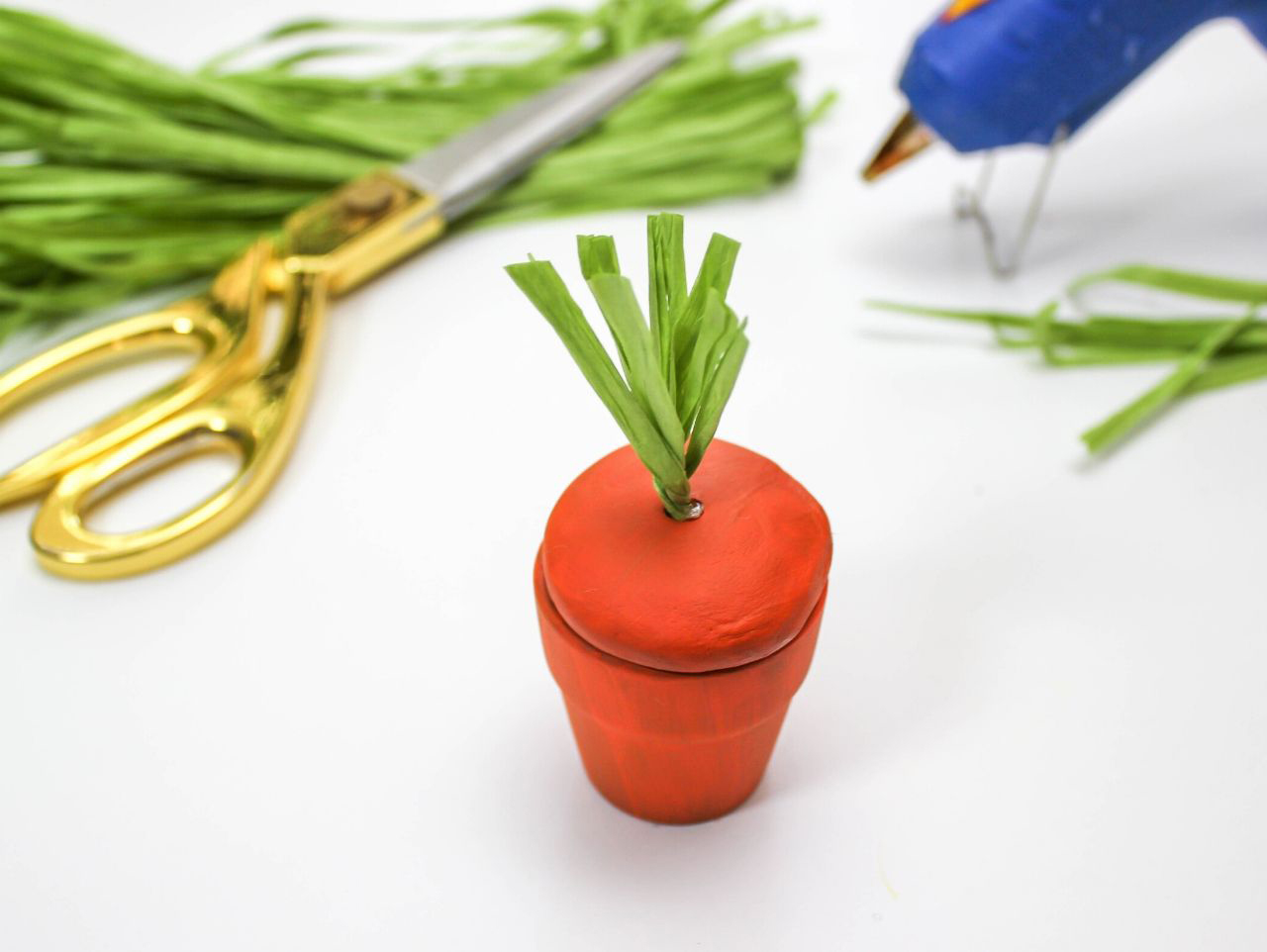 Easter craft, DIY Carrot Pot Favor, carrot, favor, carrot favor, terra cotta pot favor, Easter tablescape, DIY Easter craft, craft tutorial, Easter Craft Tutorial, carrot favor, Just Add Confetti