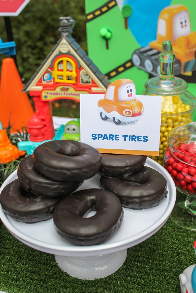donut spare tires, creative party foods, car themed kids party