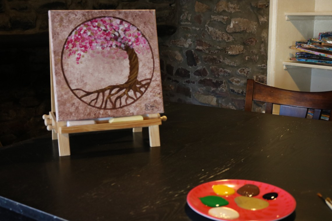 Picture of the tree of life painting that we will paint. A tree in a circle with flowers
