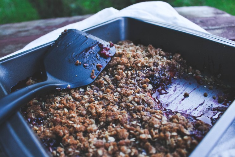 Peach Blackberry Vanilla Crisp Fall Recipe - Just Bee Blog