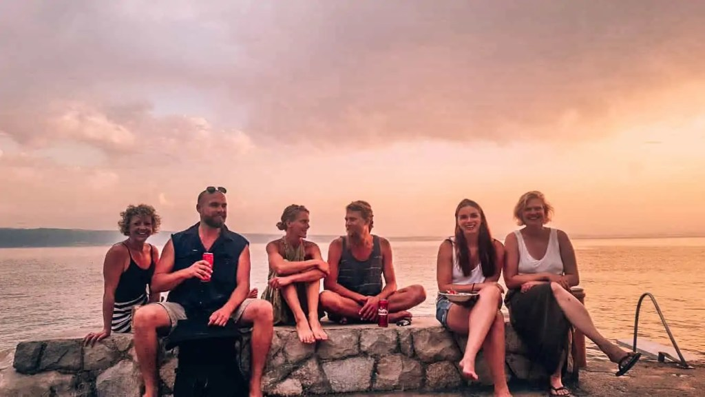 how to make friends in hostels