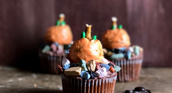 "How to Have a ""Spooky"" Halloween Dinner (with some ""Spooky"" Cupcakes for Dessert)"
