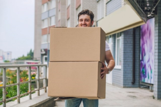 Why Mostly Businesses Use Large Customized Cardboard Boxes For Delivery?
