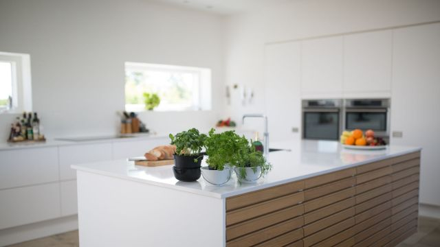 Marble or Granite Counter-top for Kitchen