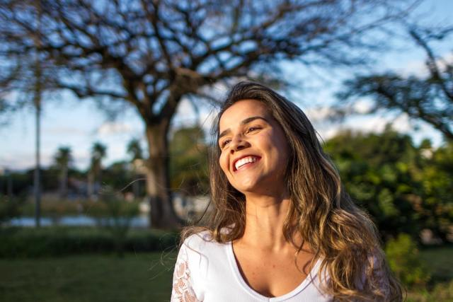 Natural & Non-Invasive Methods For Dental Health And Beauty