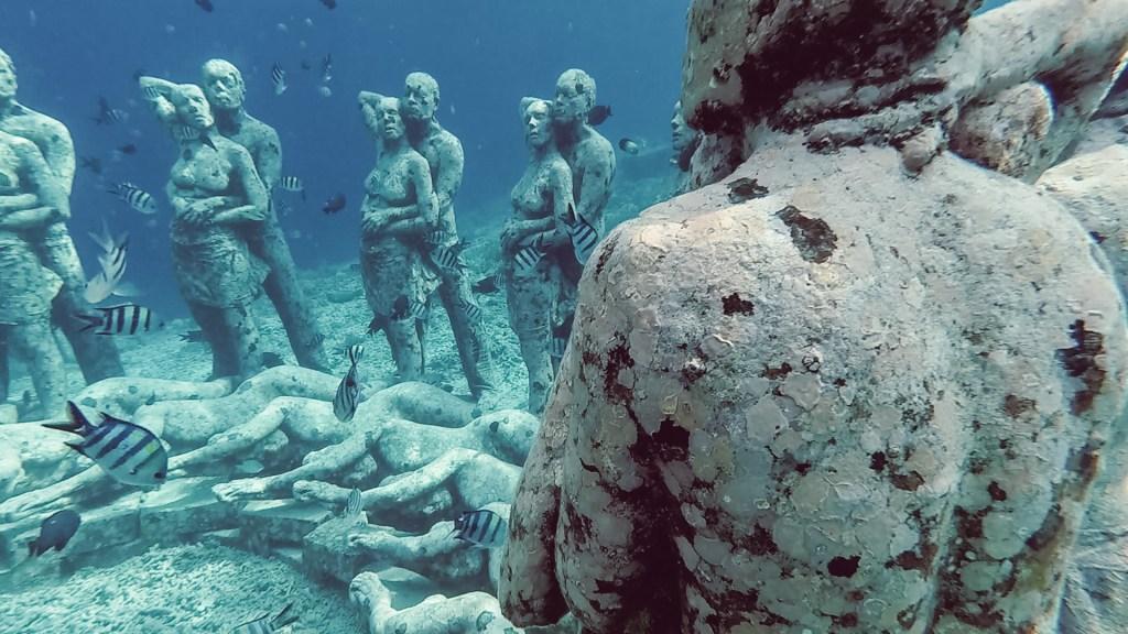 under water statues gili meno gili t bali