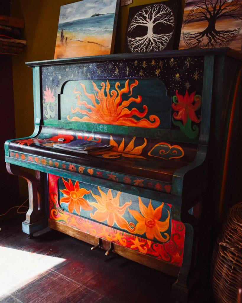 hippie piano in bingil bay cafe