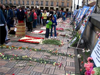 Acompañamiento en la conmemoración de familiares de los desaparecidos en el Palacio de Justicia